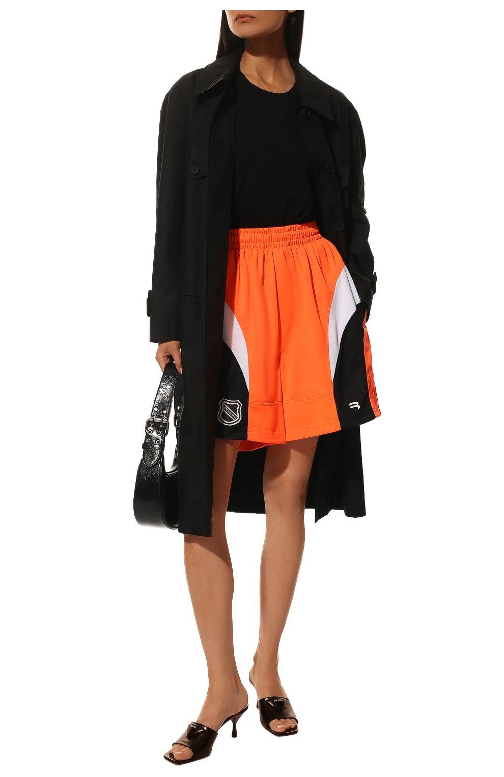 Женские шорты BALENCIAGA оранжевого цвета, арт. 657830/TKV24   Фото 2 (Женское Кросс-КТ: Шорты-одежда; Длина Ж (юбки, платья, шорты): Мини; Материал внешний: Синтетический материал; Стили: Спорт-шик)