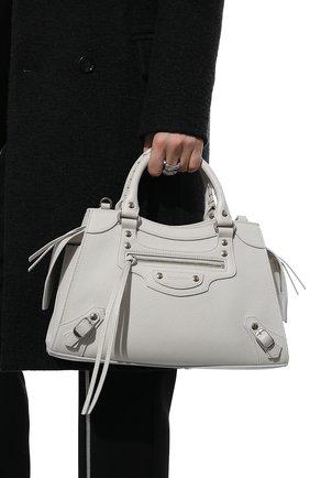 Женская сумка neo classic city s BALENCIAGA белого цвета, арт. 638521/15Y4Y | Фото 2 (Материал: Натуральная кожа; Сумки-технические: Сумки top-handle; Ремень/цепочка: На ремешке; Размер: medium)