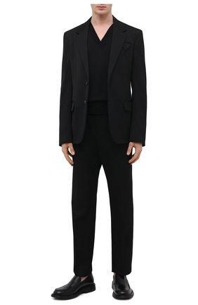 Мужской шерстяной пуловер BOTTEGA VENETA черного цвета, арт. 668702/V0ZY0 | Фото 2 (Материал внешний: Шерсть; Рукава: Длинные; Длина (для топов): Стандартные; Принт: Без принта; Стили: Минимализм; Мужское Кросс-КТ: Джемперы, Пуловеры; Вырез: V-образный)