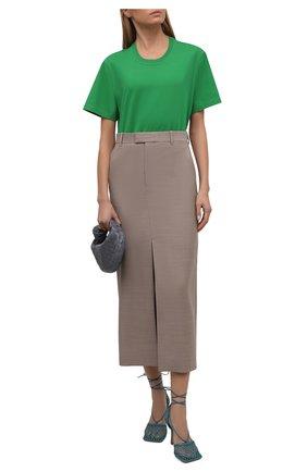Женская хлопковая футболка BOTTEGA VENETA зеленого цвета, арт. 649060/VF1U0   Фото 2 (Материал внешний: Хлопок; Длина (для топов): Стандартные; Рукава: Короткие; Женское Кросс-КТ: Футболка-одежда; Стили: Гламурный; Принт: Без принта)