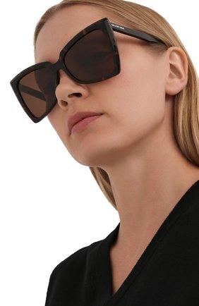 Женские солнцезащитные очки BALENCIAGA коричневого цвета, арт. 664086/T0001 | Фото 2