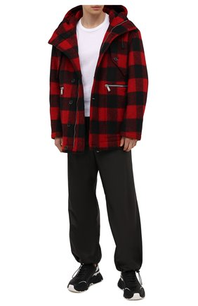 Мужской утепленное пальто DSQUARED2 красного цвета, арт. S74AM1186/S54010 | Фото 2 (Рукава: Длинные; Материал подклада: Синтетический материал; Длина (верхняя одежда): Короткие; Материал внешний: Синтетический материал; Мужское Кросс-КТ: пальто-верхняя одежда; Стили: Кэжуэл)