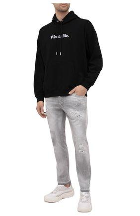 Мужские джинсы DSQUARED2 светло-серого цвета, арт. S74LB0988/S30260 | Фото 2 (Материал внешний: Хлопок; Длина (брюки, джинсы): Стандартные; Силуэт М (брюки): Узкие; Детали: Потертости; Кросс-КТ: Деним; Стили: Гранж)