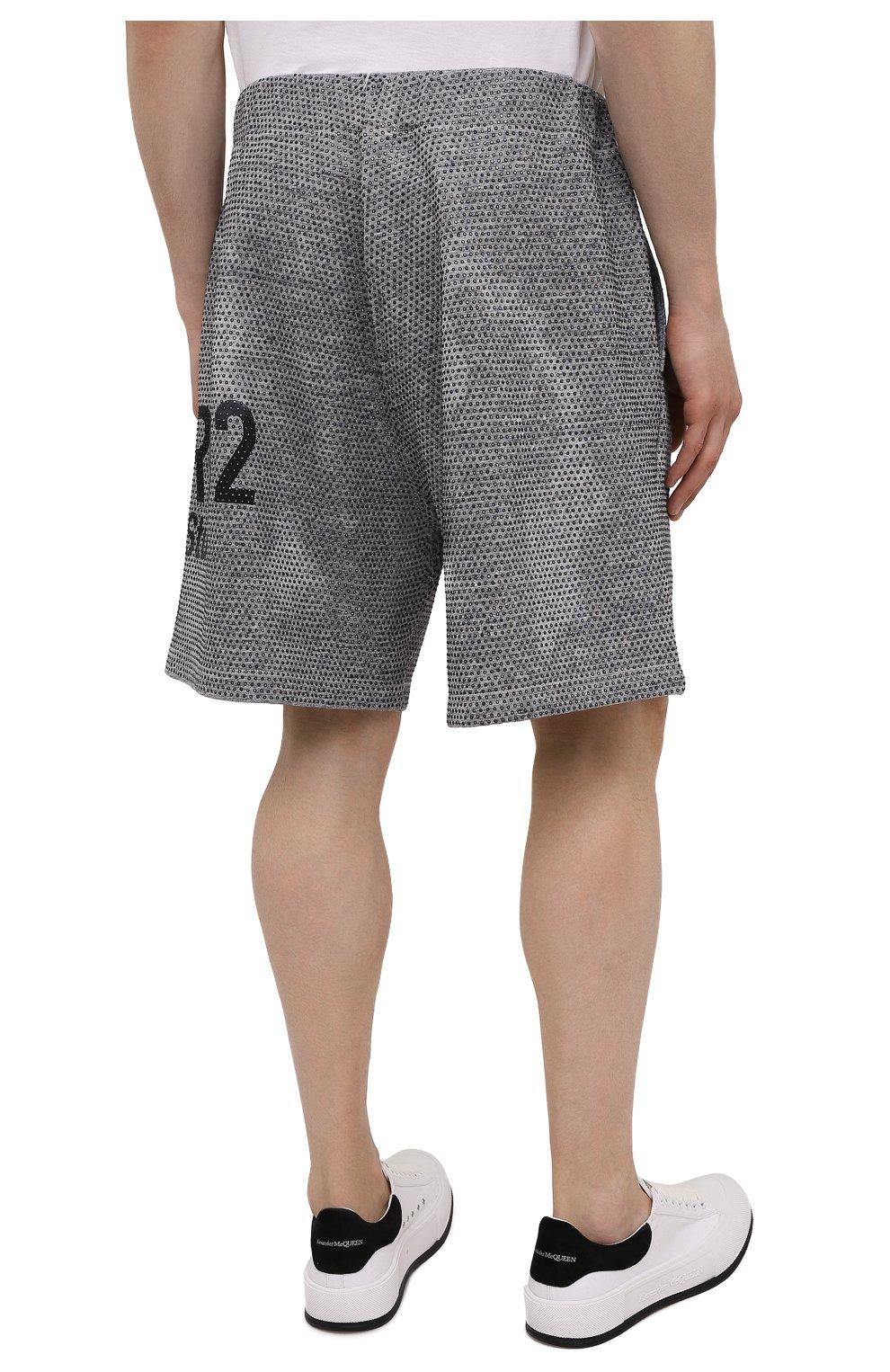 Мужские хлопковые шорты DSQUARED2 серого цвета, арт. S74MU0676/S25477   Фото 4 (Длина Шорты М: До колена; Принт: С принтом; Кросс-КТ: Трикотаж; Материал внешний: Хлопок; Стили: Спорт-шик)