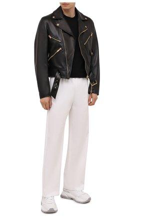 Мужская кожаная куртка VERSACE черного цвета, арт. 1001070/1A00713 | Фото 2 (Длина (верхняя одежда): Короткие; Рукава: Длинные; Материал подклада: Купро; Кросс-КТ: Куртка; Мужское Кросс-КТ: Кожа и замша)