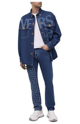 Мужские джинсы VERSACE синего цвета, арт. A86452/1A00592 | Фото 2