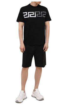 Мужская хлопковая футболка VERSACE черного цвета, арт. 1001286/1A00919 | Фото 2 (Материал внешний: Хлопок; Длина (для топов): Стандартные; Рукава: Короткие; Стили: Кэжуэл; Принт: С принтом)