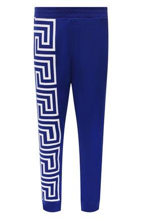 Мужские хлопковые джоггеры VERSACE синего цвета, арт. 1001085/1A00720 | Фото 1 (Материал внешний: Хлопок; Длина (брюки, джинсы): Стандартные; Силуэт М (брюки): Джоггеры; Кросс-КТ: Спорт; Стили: Спорт-шик; Мужское Кросс-КТ: Брюки-трикотаж)