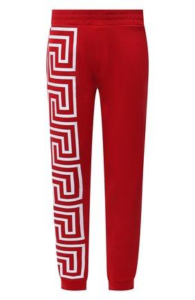 Мужские хлопковые джоггеры VERSACE красного цвета, арт. 1001085/1A00720   Фото 1 (Материал внешний: Хлопок; Длина (брюки, джинсы): Стандартные; Силуэт М (брюки): Джоггеры; Кросс-КТ: Спорт; Мужское Кросс-КТ: Брюки-трикотаж; Стили: Спорт-шик)
