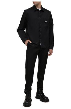 Мужские брюки PRADA черного цвета, арт. SPH66-1WQ8-F0002-202 | Фото 2 (Материал внешний: Синтетический материал; Случай: Повседневный; Стили: Кэжуэл; Длина (брюки, джинсы): Укороченные)