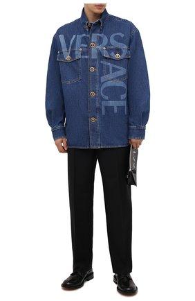 Мужская джинсовая куртка VERSACE синего цвета, арт. A89315/1A00592 | Фото 2 (Материал внешний: Хлопок; Кросс-КТ: Куртка, Деним; Стили: Кэжуэл; Рукава: Длинные; Длина (верхняя одежда): До середины бедра)