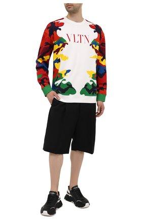Мужской хлопковый свитшот VALENTINO разноцветного цвета, арт. WV3MF18X7L1 | Фото 2 (Длина (для топов): Стандартные; Материал внешний: Хлопок; Рукава: Длинные; Мужское Кросс-КТ: свитшот-одежда; Принт: С принтом; Стили: Кэжуэл)