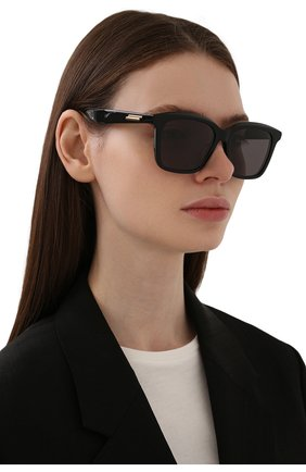 Женские солнцезащитные очки BOTTEGA VENETA черного цвета, арт. BV1094SA 001 | Фото 2