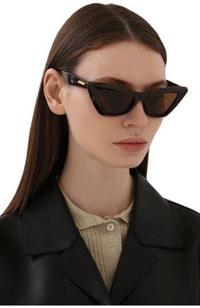 Женские солнцезащитные очки BOTTEGA VENETA темно-коричневого цвета, арт. BV1101S 001 | Фото 2