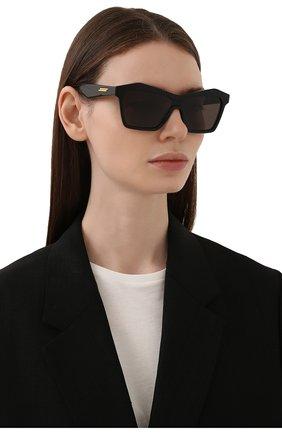 Женские солнцезащитные очки BOTTEGA VENETA черного цвета, арт. BV1093S 001 | Фото 2