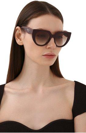 Женские солнцезащитные очки PRADA бордового цвета, арт. 14WS-VIY1L0   Фото 2