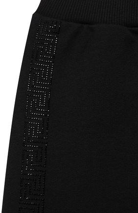 Детские хлопковые джоггеры VERSACE черного цвета, арт. 1000365/1A01412/8A-14A   Фото 3