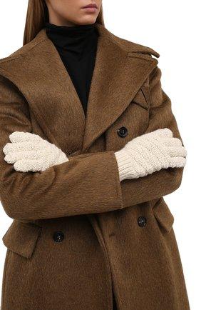 Женские шерстяные перчатки BOTTEGA VENETA кремвого цвета, арт. 670159/V10K0 | Фото 2 (Материал: Шерсть; Кросс-КТ: Трикотаж)