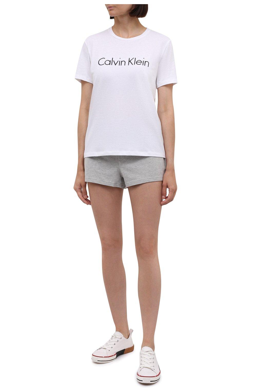 Женские шорты CALVIN KLEIN серого цвета, арт. QS6704E   Фото 2 (Длина Ж (юбки, платья, шорты): Мини; Материал внешний: Синтетический материал, Хлопок)
