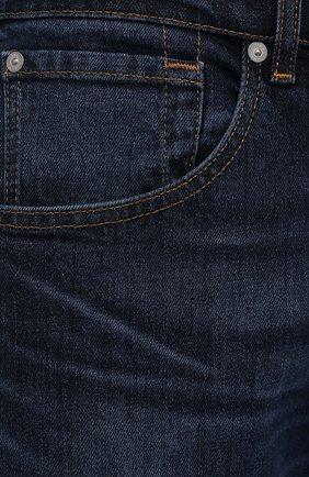 Мужские джинсы 7 FOR ALL MANKIND темно-синего цвета, арт. JS00L390DE   Фото 5 (Силуэт М (брюки): Прямые; Кросс-КТ: Деним; Длина (брюки, джинсы): Стандартные; Материал внешний: Хлопок; Детали: Потертости; Стили: Кэжуэл)