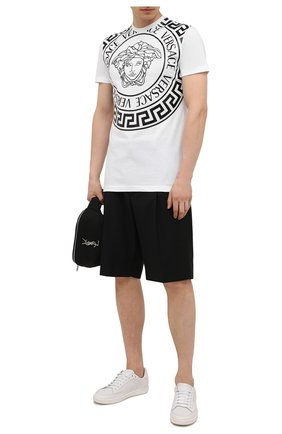 Мужская хлопковая футболка VERSACE белого цвета, арт. 1000849/1A00614 | Фото 2 (Длина (для топов): Стандартные; Материал внешний: Хлопок; Рукава: Короткие; Стили: Кэжуэл; Принт: С принтом)