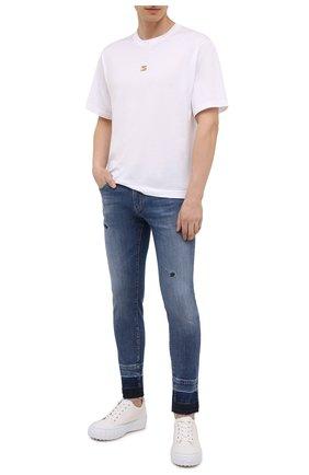 Мужские джинсы DOLCE & GABBANA синего цвета, арт. GYC4LD/G8EE0 | Фото 2 (Материал внешний: Хлопок; Длина (брюки, джинсы): Стандартные; Силуэт М (брюки): Узкие; Стили: Гранж; Кросс-КТ: Деним; Детали: Потертости)
