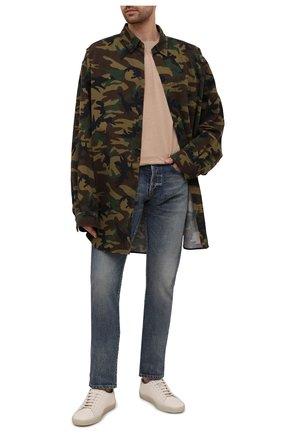 Мужская хлопковая рубашка BALENCIAGA хаки цвета, арт. 659027/TKL14 | Фото 2 (Материал внешний: Хлопок; Рукава: Длинные; Стили: Милитари; Случай: Повседневный; Манжеты: На пуговицах; Принт: С принтом; Воротник: Button down; Длина (для топов): Удлиненные)