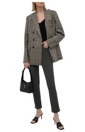 Женские джинсы LORO PIANA темно-зеленого цвета, арт. FAL8081 | Фото 2 (Материал внешний: Хлопок; Стили: Кэжуэл; Длина (брюки, джинсы): Стандартные; Силуэт Ж (брюки и джинсы): Слим; Кросс-КТ: Деним)