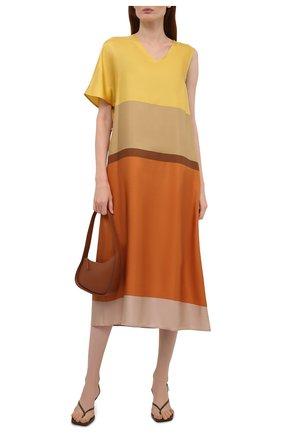 Женское шелковое платье LOEWE разноцветного цвета, арт. S359335XFZ | Фото 2 (Длина Ж (юбки, платья, шорты): Миди; Рукава: Короткие; Материал внешний: Шелк; Стили: Романтичный; Случай: Повседневный; Женское Кросс-КТ: Платье-одежда)