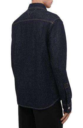 Мужская джинсовая рубашка BOTTEGA VENETA темно-синего цвета, арт. 666067/V0W20 | Фото 4 (Манжеты: На пуговицах; Воротник: Кент; Рукава: Длинные; Кросс-КТ: Деним; Случай: Повседневный; Длина (для топов): Стандартные; Материал внешний: Хлопок; Принт: Однотонные; Стили: Минимализм)
