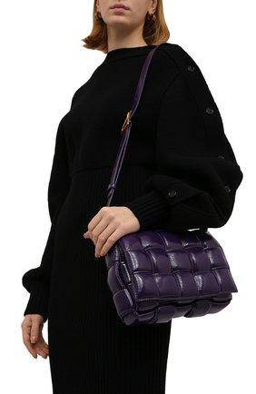 Женская сумка padded cassette BOTTEGA VENETA фиолетового цвета, арт. 591970/V13Y1 | Фото 2 (Материал: Натуральная кожа; Сумки-технические: Сумки через плечо; Ремень/цепочка: На ремешке; Размер: medium)