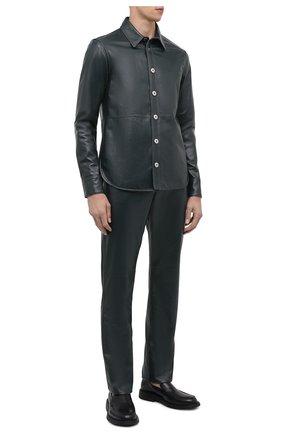 Мужские кожаные брюки BOTTEGA VENETA темно-зеленого цвета, арт. 663227/V0W21 | Фото 2 (Материал подклада: Хлопок; Длина (брюки, джинсы): Стандартные; Случай: Повседневный; Стили: Гранж)