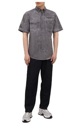 Мужская хлопковая рубашка HARLEY-DAVIDSON серого цвета, арт. 96149-16VM | Фото 2 (Материал внешний: Хлопок; Случай: Повседневный; Рукава: Короткие; Принт: С принтом; Воротник: Кент)