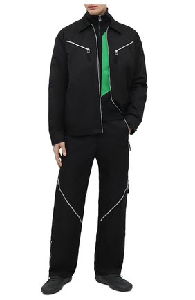 Мужская куртка BOTTEGA VENETA черного цвета, арт. 666543/VKIL0 | Фото 2 (Материал внешний: Синтетический материал; Рукава: Длинные; Кросс-КТ: Куртка, Ветровка; Стили: Минимализм; Длина (верхняя одежда): Короткие)