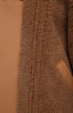 Женская дубленка BLANCHA коричневого цвета, арт. 21047/302/42/VAR. CAMMELL0   Фото 5 (Рукава: Длинные; Стили: Гламурный; Материал внешний: Натуральный мех; Длина (верхняя одежда): Короткие)