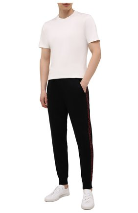 Мужские хлопковые джоггеры HUGO черного цвета, арт. 50456884 | Фото 2 (Материал внешний: Хлопок; Силуэт М (брюки): Джоггеры; Длина (брюки, джинсы): Стандартные; Мужское Кросс-КТ: Брюки-трикотаж; Стили: Спорт-шик)