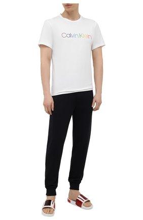 Мужская хлопковая футболка CALVIN KLEIN белого цвета, арт. NM2091E | Фото 2 (Длина (для топов): Стандартные; Рукава: Короткие; Материал внешний: Хлопок; Мужское Кросс-КТ: Футболка-белье; Кросс-КТ: домашняя одежда)