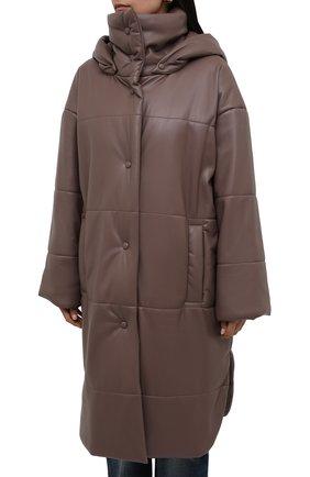 Женская утепленная куртка из экокожи NANUSHKA коричневого цвета, арт. NW21PF0W00995   Фото 3 (Кросс-КТ: Куртка; Рукава: Длинные; Стили: Гламурный; Длина (верхняя одежда): До колена; Материал внешний: Синтетический материал; Материал подклада: Вискоза)
