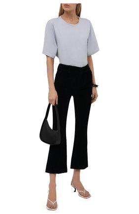 Женские вельветовые брюки REDVALENTINO темно-синего цвета, арт. WR3RBE35/5YD | Фото 2 (Материал внешний: Хлопок; Длина (брюки, джинсы): Стандартные; Силуэт Ж (брюки и джинсы): Расклешенные; Женское Кросс-КТ: Брюки-одежда; Стили: Гламурный)