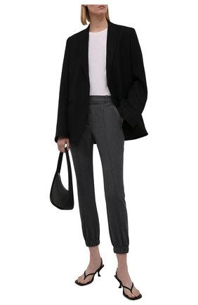 Женские шерстяные брюки ALEXANDER MCQUEEN серого цвета, арт. 663861/QJACH | Фото 2 (Материал внешний: Шерсть; Длина (брюки, джинсы): Стандартные; Стили: Кэжуэл; Женское Кросс-КТ: Брюки-одежда; Силуэт Ж (брюки и джинсы): Джоггеры)