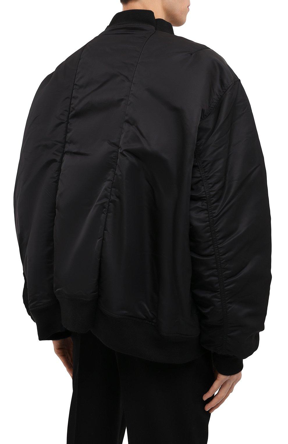 Мужской утепленный бомбер VETEMENTS черного цвета, арт. UA52JA200B 1307/M   Фото 4 (Кросс-КТ: Куртка; Рукава: Длинные; Принт: Без принта; Материал внешний: Синтетический материал; Стили: Гранж; Материал подклада: Синтетический материал; Длина (верхняя одежда): Короткие)