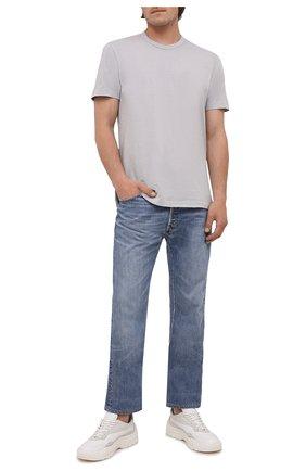 Мужская хлопковая футболка JAMES PERSE светло-серого цвета, арт. MLJ3311 | Фото 2 (Материал внешний: Хлопок; Принт: Без принта; Длина (для топов): Стандартные; Стили: Кэжуэл; Рукава: Короткие)
