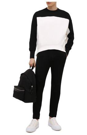 Мужские брюки из вискозы и хлопка ALEXANDER MCQUEEN черного цвета, арт. 656485/QRX52 | Фото 2 (Материал внешний: Хлопок, Вискоза; Длина (брюки, джинсы): Стандартные; Случай: Повседневный; Стили: Спорт-шик)