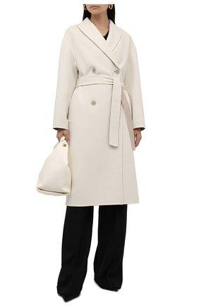 Женское кашемировое пальто BRUNELLO CUCINELLI кремвого цвета, арт. ML4549680P | Фото 2 (Материал внешний: Шерсть, Кашемир; Стили: Кэжуэл; Рукава: Длинные; 1-2-бортные: Двубортные; Длина (верхняя одежда): Длинные)