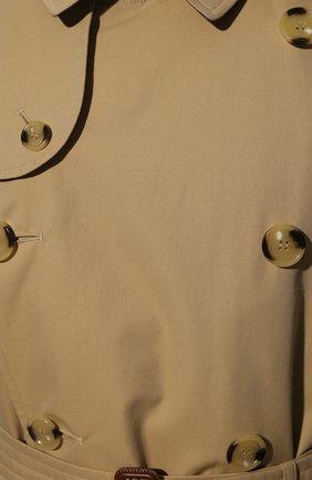 Мужской хлопковый тренч BURBERRY бежевого цвета, арт. 8045859 | Фото 5 (Мужское Кросс-КТ: Тренчкот-верхняя одежда; Рукава: Длинные; Длина (верхняя одежда): До середины бедра; Материал внешний: Хлопок; Материал подклада: Хлопок)