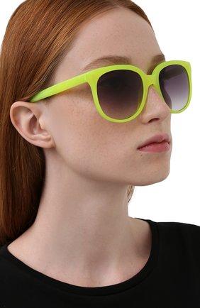 Женские солнцезащитные очки MATTHEW WILLIAMSON желтого цвета, арт. MW73C2 SUN | Фото 2