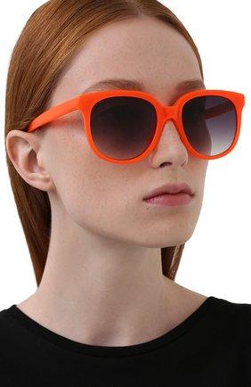 Женские солнцезащитные очки MATTHEW WILLIAMSON оранжевого цвета, арт. MW73C3 SUN | Фото 2