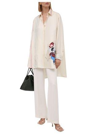 Женская шелковая рубашка LOEWE кремвого цвета, арт. S359337XDY | Фото 2 (Материал внешний: Шелк; Рукава: Длинные; Женское Кросс-КТ: Рубашка-одежда; Стили: Романтичный; Принт: С принтом; Длина (для топов): Удлиненные)
