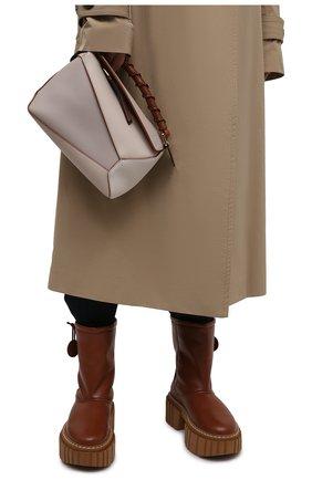 Женская сумка puzzle edge small LOEWE кремвого цвета, арт. A510P60X02 | Фото 2 (Сумки-технические: Сумки через плечо, Сумки top-handle; Ремень/цепочка: На ремешке; Материал: Натуральная кожа; Размер: small)