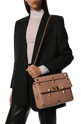 Женская сумка roman stud VALENTINO бежевого цвета, арт. WW2B0I60/BSF | Фото 2 (Материал: Натуральная кожа; Размер: small, medium; Сумки-технические: Сумки top-handle; Ремень/цепочка: На ремешке)
